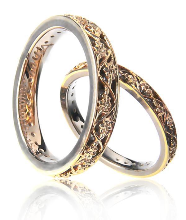 Перед обручением кольца находятся в алтаре церкви. . Это символизирует отдачу своей судьбы богу